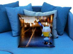 Alone in the street Pillow case #pillowcase #pillow #cover #pillowcover #printed #modernpillowcase #decorative #throwpillowcase