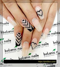If you don't have the perfect nails, you can still get this look through false nails. It's easy to use and perfect for a date night. After that, you can take it off and clean it so you can use it again. Beautiful Nail Art, Gorgeous Nails, Love Nails, Pretty Nails, Acrylic Nail Art, Acrylic Nail Designs, Holiday Nails, Christmas Nails, Botanic Nails