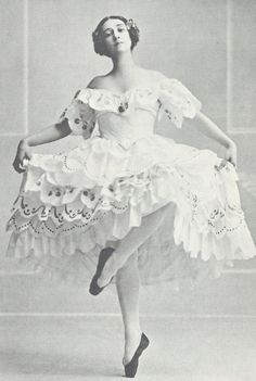 Tamara Platonovna Karsavina March 1885 – 26 May Russian ballerina, renowned for her beauty, most noted as a Principal Artist of the Imperial Russian Ballet and later the Ballets Russes of Serge Diaghilev. Shall We Dance, Just Dance, Ballet Costumes, Dance Costumes, Baby Costumes, Ana Pavlova, Ballerine Vintage, Tamara, Vintage Ballerina