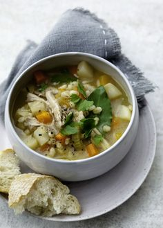 Hearty root and barley soup Meals under 300 calories are perfect if you're on a calorie-controlled diet, like the diet. Here are our favourite meals that are 300 calories or less Soup Recipes, Diet Recipes, Cooking Recipes, Healthy Recipes, Healthy Soup, Easy Cooking, Recipes Dinner, Lunch Recipes, Dinner Ideas