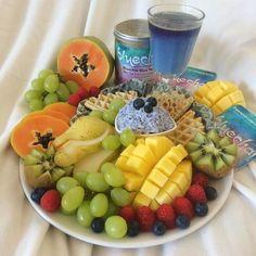 #Repost @dav_fitness.food  Guten Morgen ihr Lieben Ich liebe es ja einfach bunt und farbenfroh & hole ich mir den Sommer eben einfach auf den Frühstückstisch zurück Es gibt blauen Milchreis mit Quark blaue und helle Waffeln gaaanz viel Obst und einen @bluechaitea Chai Tee mit Milch Der Milchreis und die Waffeln sind übrigens auch mit dem blauen Blütenpulver der Butterfly Pea gefärbt Habt einen tollen Sonntag ihr Lieben #fitfam #fit #fitness #gym #healthy #gymlife #fitnessjourney…