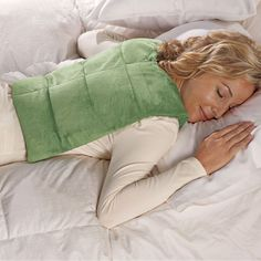 Cordless pack uses warm, moist heat to soothe away aches. After a long day at a computer or hours of gardening, this herbal heat pack will deliver muscle-soothing relief to your neck and shoulders, and down the full length of your back.