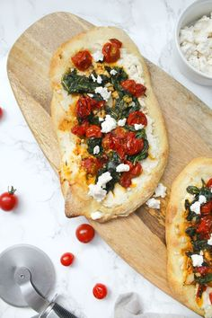 Vegan Cherry Tomato Ricotta Flatbreads These Vegan Cherry Tomato Ricotta Flatbreads are simple to make easier to eat and perfect for a quick dinner or party appetizer ThisSavoryVegan thissavoryvegan veganpizza Vegan Appetizers, Vegan Dinner Recipes, Vegan Dinners, Appetizers For Party, Gourmet Recipes, Whole Food Recipes, Vegetarian Recipes, Cooking Recipes, Healthy Recipes