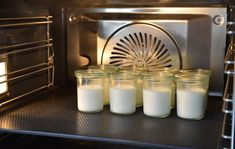 Some like it cool: Kochprofi Christian Mittermeier prefers a homemade yoghurt to every other delicacy on hot summer days. Gladly also … Low Carb Greek Yogurt, Steam Cooker, Cooking Recipes, Healthy Recipes, Healthy Food, Party Buffet, Steamer, No Carb Diets, Snack