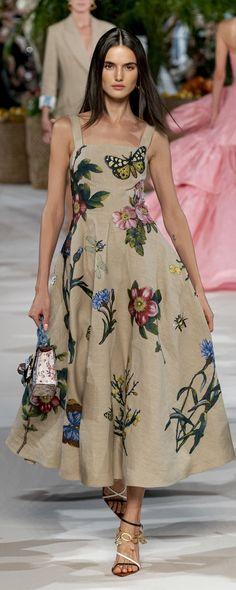 Oscar De La Renta Spring-summer 2020 - Ready-to-Wear Runway Fashion, High Fashion, Fashion Beauty, Fashion Outfits, Womens Fashion, Sunmer Dresses, Betsey Johnson, Christophe Lemaire, Style Haute Couture
