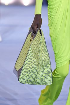 Balmain Spring 2021 Ready-to-Wear Collection | Vogue Fashion Bags, Fashion Show, Fashion Accessories, Fashion Trends, Fashion Purses, Best Tote Bags, Big Bags, Mellow Yellow, Mannequins
