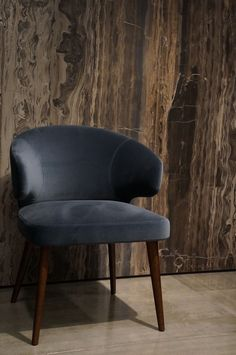 DINING CHAIRS IDEAS |  this blue velvet chair is just perfect for a luxury dining room decor |www.bocadolobo.com/ #modernchairs #luxuryfurniture #chairsideas #VelvetChair