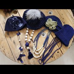 Blue monday 💙 #monday #mondaymotivation #hat #necklace #pearls #accessories #bow #details #styleinspiration #winteroutfit #lastpieces #aw1718collection #indaco #fashion #bojuà @centergross_official