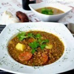 Spanish lentil soup recipe with chorizo! Get this traditional winter stew recipe from Spain - Spanish food recipe. Lentejas con chorizo a la española. Lentil Soup Recipes, Spanish Dishes, Spanish Food, Spanish Recipes, Spanish Cuisine, Spanish Tapas, Spanish Stew, Learn Spanish, Gastronomia