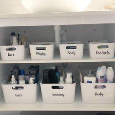 Ideas diy bathroom organizer organisation for 2019 Bathroom Cupboards, Bathroom Windows, Bathroom Vanities, Kitchen Sink, Diy Cupboards, Makeup Vanities, Kids Vanities, Bathroom Tubs, Kitchen Shelves