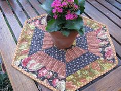 """FREE mini-quilt pattern: """"Holiday Hexagon"""" (from Love Laugh Quilt)"""