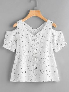 Open shoulder ditsy print eyelet lace up blouse urban outfitters clothes, kids outfits, cool Eyelet Lace, Lace Up, Kids Outfits, Cool Outfits, Flannel Outfits, Urban Outfitters Clothes, Vetement Fashion, Kids Fashion, Fashion Outfits