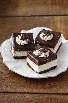 Verführung pur! Schokoladenkuchen mit Sahne gefüllt   http://eatsmarter.de/rezepte/schokoladenkuchen-mit-sahne