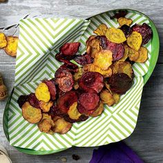 Want to sneak in more veggies between meals? Snacking on real vegetable chips—rather than uber-processed potato chips—is the key, says Berman. Try one of these 4 kale chip recipes, or if you're not into kale, make baked beet chips. Vegetarian Recipes, Cooking Recipes, Healthy Recipes, Baked Beet Chips, Healthy Treats, Healthy Eating, Healthy Food, Clean Eating, Gourmet