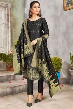 Perfectly cut, this black banarasi silk trouser suit which is surely to set you apart from the rest. This round neck and elbow sleeved party wear attire adorned with woven zari work. Completed with banarasi silk cigarette pants in black color with black banarasi silk dupatta. Cigarette pant is plain. #trousersuit #salwarkameez #malaysia #Indianwear #Indiandresses #andaazfashion