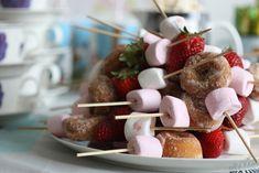 Hupsistarallaa: Muumisynttärit Party Themes, Party Ideas, Goodies, Food And Drink, Sweets, Baking, Breakfast, Desserts, Drinks