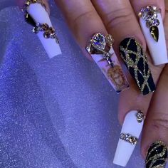 Bling Acrylic Nails, Best Acrylic Nails, Nail Art Rhinestones, Bling Nails, Swag Nails, Gold Stiletto Nails, Crazy Nail Designs, Elegant Nail Designs, Diy Nail Designs