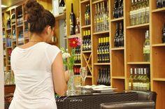 Stereotypy o miejscach, krajach czasem zawierają w sobie ziarno prawdy a czasem nie. Jak ma się sprawa z Austrią o tym na blogu. Austria, One Shoulder, White Dress, Formal Dresses, Breakfast, Fashion, Dresses For Formal, Morning Coffee, Moda