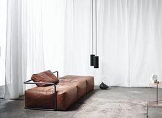 Da linha Interior Collection, a Daybed s359 c, de couro e aço, design Rosenthal