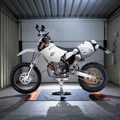MEGADELUXE - The new whip is coming along nicely. A light bike...