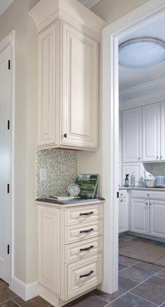 39 Ideas Kitchen Corner Pantry Stairs For 2019 Kitchen Corner, Kitchen Redo, Kitchen Remodel, Kitchen Cabinets, Corner Desk, Corner Drawers, Corner Pantry, Corner Space, Corner Closet
