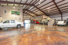 WAREHOUSE / SHOP / ULTIMATE MAN CAVE WITH LIVING QUARTERS