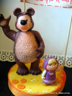 Adorno para torta realizado en Porcelana Fría / Cake topper made of Cold Porcelain Fondant Figures, Masha And The Bear, Biscuits, Teddy Bear, Toys, Animals, Cold, Fiestas, Log Projects