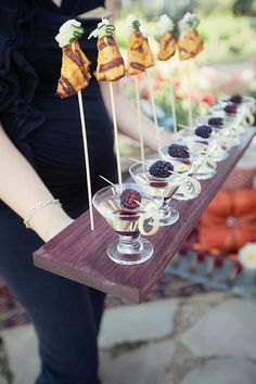 Moroccan feast party inspiration :: skewers in boards & berries on toothpicks Skewer Appetizers, Wedding Appetizers, Sugar Donut, Sandwiches, Tiny Food, Food Platters, Wedding Catering, Unique Recipes, Cute Food