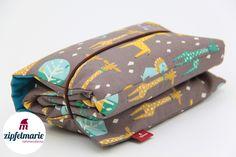 **Wickeltasche/Windeltasche mit Wickelunterlage aus Biostoff** Großzügig geschnitten mit Platz für eine Packung 80er Feuchttücher, mehrere Windeln, Wickelunterlage, Schnuller etc.