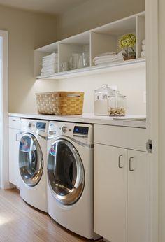 Laundry room, estanterías, orden.