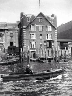 Mud, Flood And Blood: Photos Of London's River Thames - Flashbak Vintage London, Old London, East London, London Life, London History, British History, Thames Barrier, Blood Photos, London Docklands