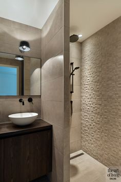 Useful Walk-in Shower Design Ideas For Smaller Bathrooms – Home Dcorz Walk In Bathroom Showers, Bathroom Wall, Bathroom Design Small, Shower Tub, Modern Bathroom, Bathroom Lighting, Bathroom Interior Design, Modern Interior Design, Home Design