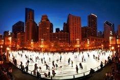 Chicago may be the Windy City, but it's full of romantic destinations. Chicago Christmas, Chicago Winter, Chicago Snow, Chicago Chicago, Romantic Destinations, Romantic Travel, Illinois, Lago Michigan, Christmas Things To Do