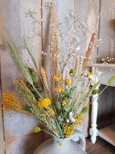 Droogbloemen .. Zomers geel gedroogd boeket,   Vintage Blomm's in Lisse  Of kijk in de webshop..