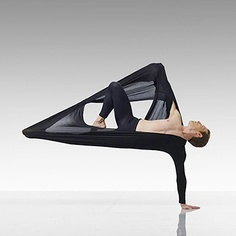 One of the best ways to have relief from lower back pain is through Hatha Yoga exercises. Yoga poses can help the symptoms and root causes of back pain. Dance Images, Dance Photos, Dance Pictures, Modern Dance, Contemporary Dance, Contemporary Photography, Dance Art, Ballet Dance, Lois Greenfield