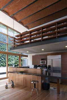 Zamora 63 / TAE Arquitectos - I love the mezzanine ... but would i get anything done above the kitchen ? (besides eat)