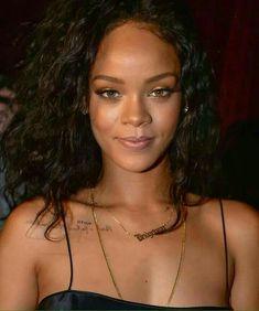 Rihanna - Shes so damn cute 😍 Mode Rihanna, Rihanna Love, Rihanna Riri, Rihanna Style, Rihanna Music, Rihanna Makeup, Bad Gal, Celebrity Weddings, Pretty People