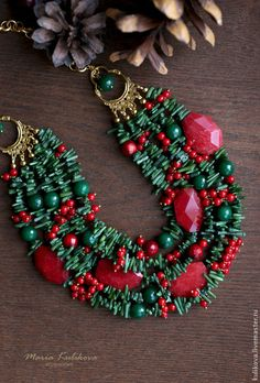 """""""Рождество"""" колье - алый,красный,ярко-красный,зелёный,изумрудный,красный и зелёный"""