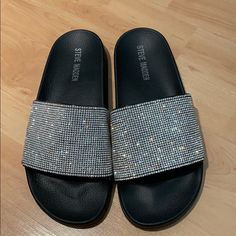 Shop Women's Steve Madden Silver Black size 7 Sandals at a discounted price at Poshmark. Steve Madden Slides, Glitter Slides, My Friend, Friends, Madden Shoes, Baddies, Women's Shoes Sandals, Black Silver, Color Black