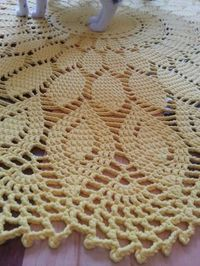 tricot napperon tapis phildar Crochet Doily Patterns, Crochet Doilies, Crochet Lace, Knitting Patterns, Crochet Table Runner, Crochet Tablecloth, Pineapple Design, Knitted Afghans, Bedroom Flooring