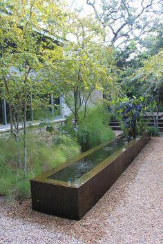 Open Days Austin Garden Tour: Christine Ten Eyck and Gary Deaver Garden Modern Landscaping, Backyard Landscaping, Cozy Backyard, Water Features In The Garden, Garden Architecture, Garden Fountains, Garden Structures, Water Garden, Amazing Gardens