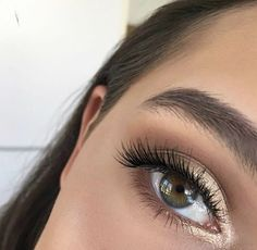 ★ ★ ★ smokey eyes, bold lipstick, and nail art. Beautiful, natural makeup, makeup ideas, beauty, skincare, skincare tips, best acne treatments, beauty products, smoky eye, lipstick, glamorous make-up, natural make-up.