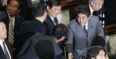 Shinzo Abe toma posesión de su cargo como primer ministro de Japón
