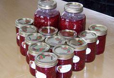 Recette: Confiture aux framboises de ma belle-mère. Salsa, Mason Jars, Ketchup, Sauces, Desserts, Food, Marmalade, Raspberry Recipes, Cooker Recipes