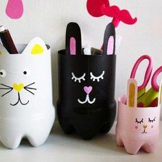 des pots à crayons lapins en blanc, noir et rose, que faire avec des bouteilles en plastique,