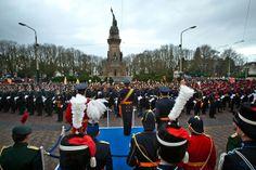 Den Haag, 9 januari 2014: De viering het 200-jarig bestaan van de Koninklijke Landmacht start op Plein 1813 met een vaandelgroet aan Zijne M...