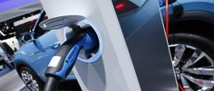 A Volkswagen electric vehicle is plugged into a charging station during the second press day of the North American International Auto Show in Detroit, Michigan, January 13, 2015. REUTERS/Mark Blinch (UNITED STATES  - Tags: TRANSPORT BUSINESS)   - RTR4LAQ8