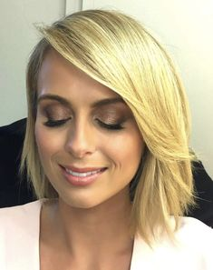 Sylvia Jeffreys hair - so simple, so beautiful, love this bob Beauty Trends, Beauty Tips, Beauty Hacks, Hair Beauty, Short Haircuts, Christmas Wedding, Hair And Nails, Catalog, Short Hair Styles