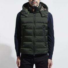 ダウンベスト メンズ コーデ 特集!注目のアウター使いからインナー使いした着こなしまでを紹介 | OTOKOMAE / 男前研究所 | ページ 2 Vest Jacket, Winter Jackets, Street Style, Mens Fashion, Vest Coat, Winter Coats, Moda Masculina, Man Fashion, Sleeveless Jacket