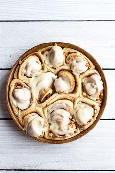 Easy Fluffy Eggnog Cinnamon Rolls #EggnogRecipes #CinnamonRollsFromScratch #CinnamonRollRecipe